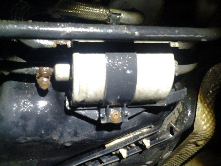 Замене топливного фильтра на автомобиле Mercedes-W203